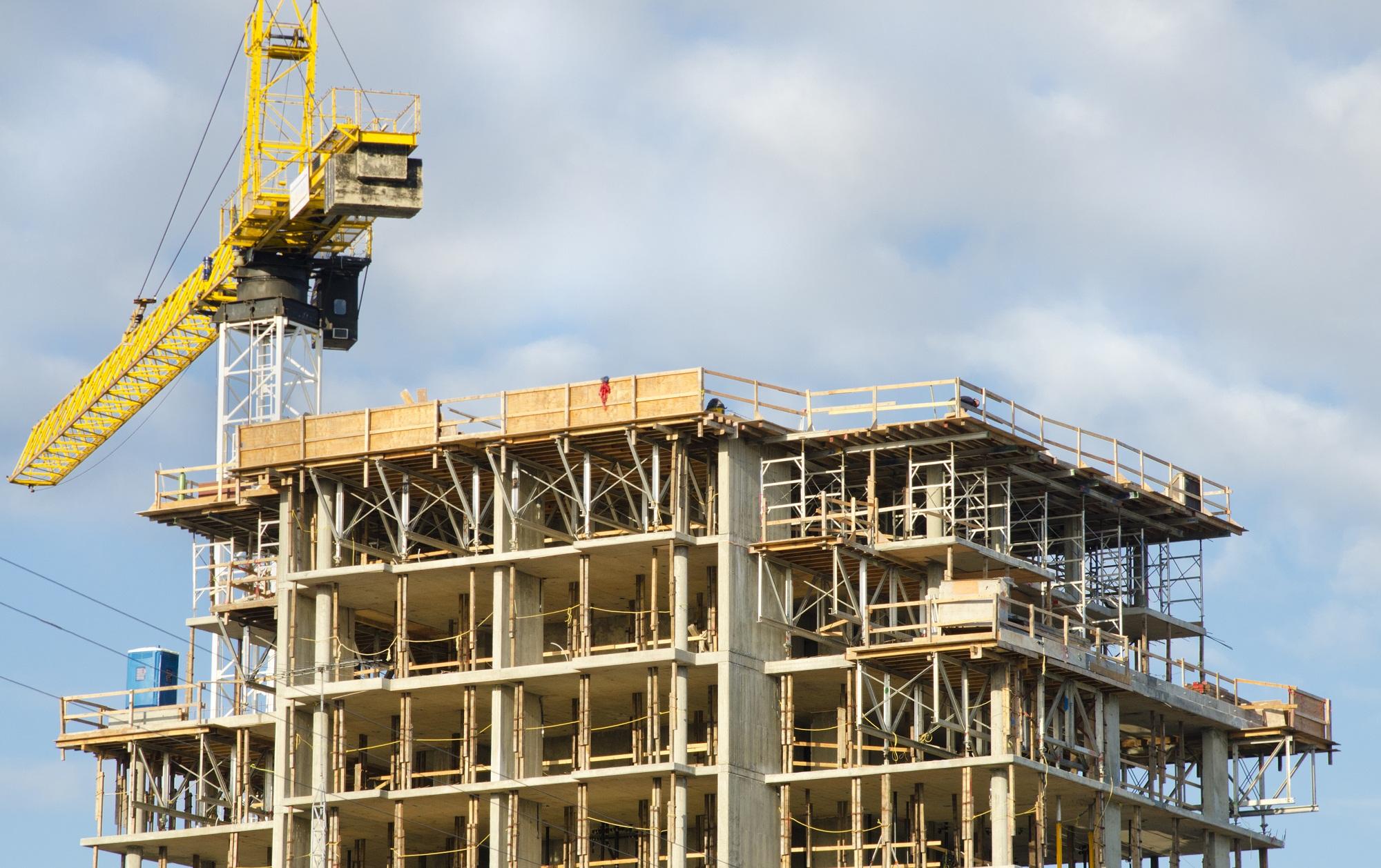 Trois nouvelles simplifications dans la construction