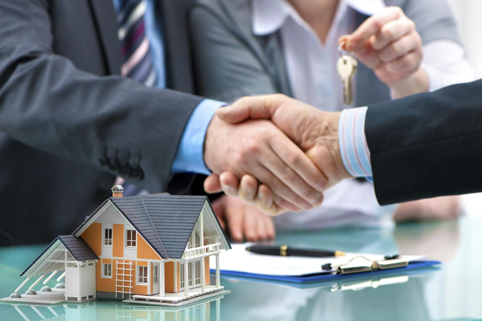 Acheter avant de vendre : passez par le prêt relais